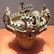 Jomon vessel 3000–2000 BCE, Flame-style Pottery